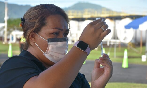 Without COVID-19 cases, how does American Samoa's vaccination rate compare to other US jurisdictions?